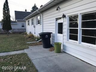 905 13TH AVE S, GRAND FORKS, ND 58201 - Photo 2