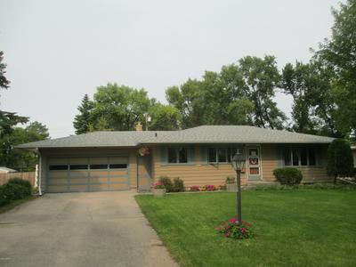 416 25TH AVE S, GRAND FORKS, ND 58201 - Photo 1
