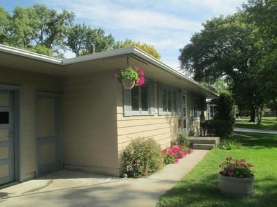 416 25TH AVE S, GRAND FORKS, ND 58201 - Photo 2