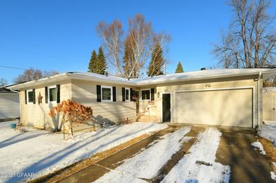 908 28TH AVE S, GRAND FORKS, ND 58201 - Photo 1