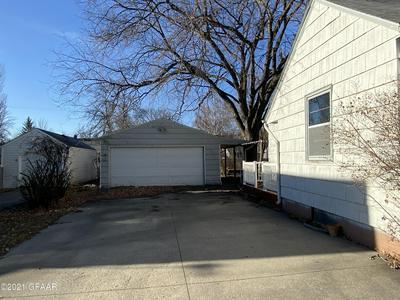 1406 CHERRY ST, GRAND FORKS, ND 58201 - Photo 2