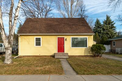 2108 9TH AVE N, GRAND FORKS, ND 58203 - Photo 1