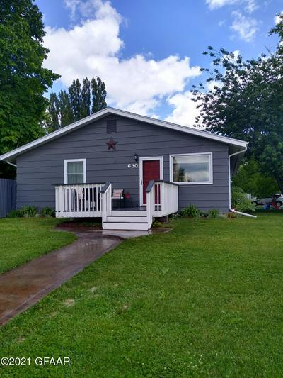630 20TH ST NW, EAST GRAND FORKS, MN 56721 - Photo 2