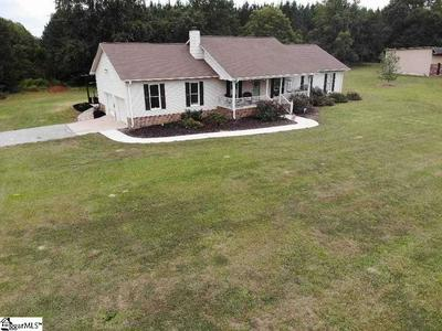 568 METRIC RD, Laurens, SC 29360 - Photo 2
