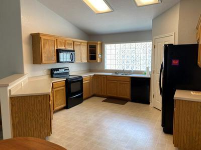 617 COURTNEY ST, Fredericksburg, TX 78624 - Photo 2