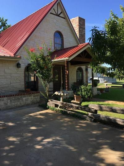104 ROCHELLE ST, Brady, TX 76825 - Photo 1