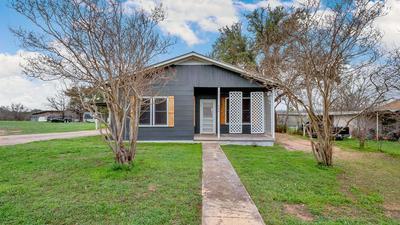 404 E TARRANT ST, LLANO, TX 78643 - Photo 1