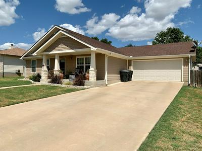 207 GREEN OAKS LOOP, Fredericksburg, TX 78624 - Photo 2
