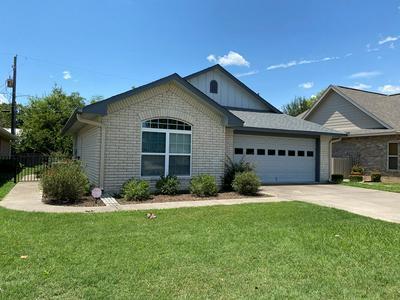 617 COURTNEY ST, Fredericksburg, TX 78624 - Photo 1