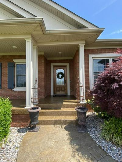 100 SAINT PATRICK CT, Bardstown, KY 40004 - Photo 2