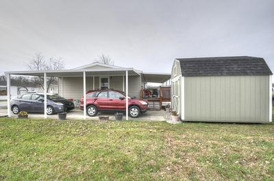 6800 STONE VALLEY DR, Louisville, KY 40272 - Photo 2