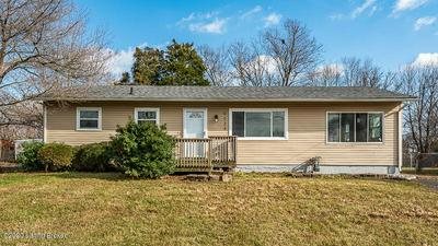 9233 CHENAULT RD, Louisville, KY 40272 - Photo 1
