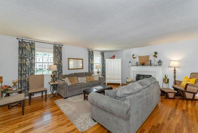 10306 HARTLEY DR, Louisville, KY 40223 - Photo 2