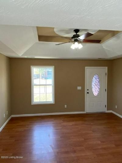 114 CRYSTAL SPRINGS DR, Bardstown, KY 40004 - Photo 2