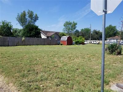 916 N 2 1/2 ST, McAllen, TX 78501 - Photo 2