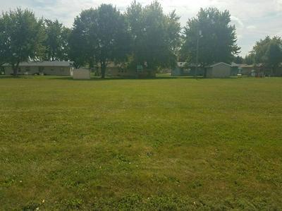 305 EASTMEARE ST, Kentland, IN 47951 - Photo 2