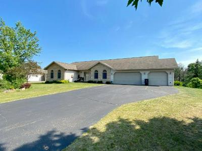 1527 KINGS HILL DR, Tomahawk, WI 54487 - Photo 2