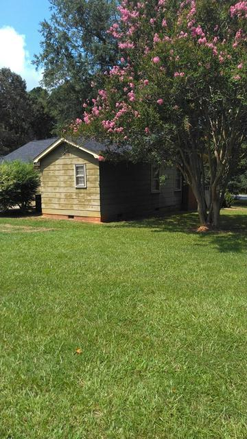 320 ROSWELL RD, Greenwood, SC 29646 - Photo 2