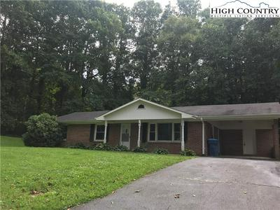 124 MARTIN ST, Jefferson, NC 28640 - Photo 2