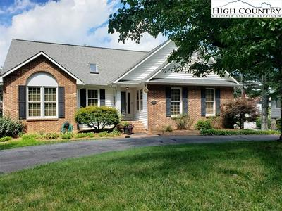 180 CHASE HILL DR, Boone, NC 28607 - Photo 2