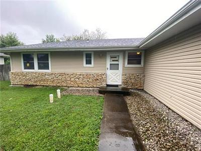 914 RIDGE DR, Warrensburg, MO 64093 - Photo 2