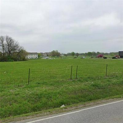 18085 S MOONLIGHT RD, Gardner, KS 66030 - Photo 2