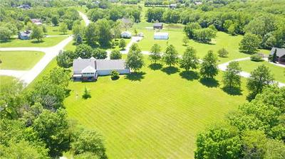 5424 CENTURY DR, Smithville, MO 64089 - Photo 2