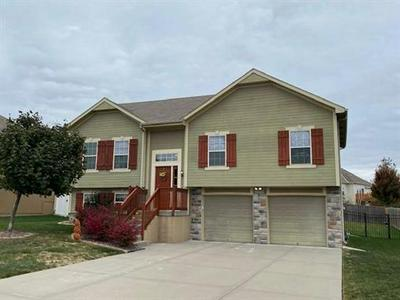 2002 PARKVIEW DR, Raymore, MO 64083 - Photo 1