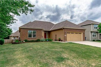 13500 FOREST OAKS DR, Smithville, MO 64089 - Photo 1