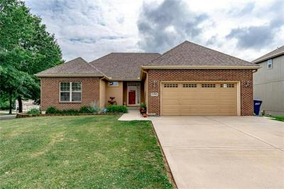 13500 FOREST OAKS DR, Smithville, MO 64089 - Photo 2