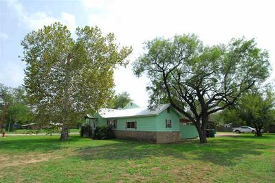 1208 E SANDSTONE ST, Llano, TX 78643 - Photo 2