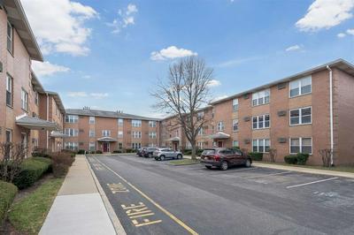 28 RIVERVIEW CT, SECAUCUS, NJ 07094 - Photo 2
