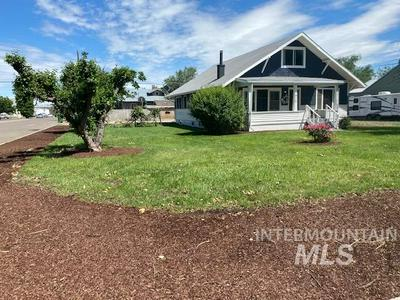 916 SW 2ND ST, Ontario, OR 97914 - Photo 1