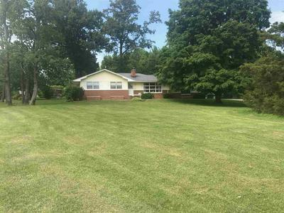 11052 COUNTRY CLUB RD, Lawrenceville, IL 62439 - Photo 2