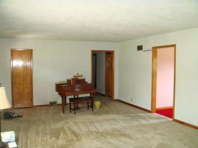 828 E CENTER RD, Kokomo, IN 46902 - Photo 2