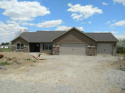 958 HICKORY CT, Decatur, IN 46733 - Photo 2