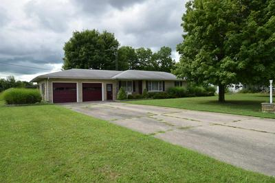 320 GILLCREST DR, Albany, IN 47320 - Photo 2