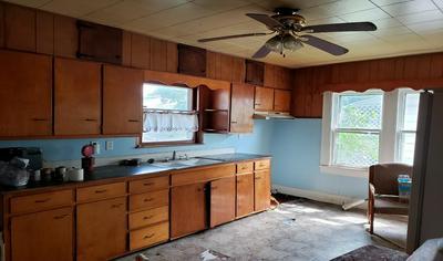 1050 W MORRISON ST, FRANKFORT, IN 46041 - Photo 2