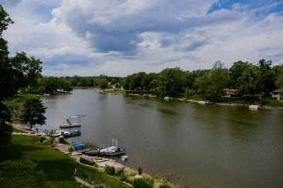 703 WAKEFIELD VILLAGE BLVD, Kendallville, IN 46755 - Photo 2