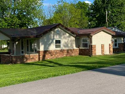 189 L ST NW, Linton, IN 47441 - Photo 2