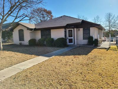 209 OAK HILL DR, Kerrville, TX 78028 - Photo 1
