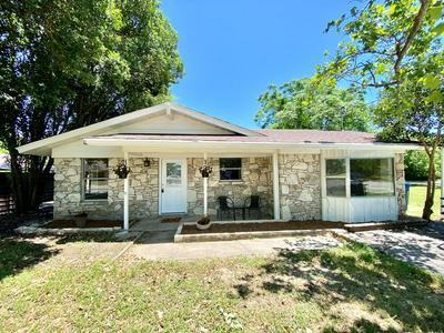 303 MEADOWVIEW LN, Kerrville, TX 78028 - Photo 1