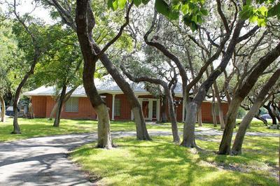 100 FAWN DR, Shavano Park, TX 78231 - Photo 2