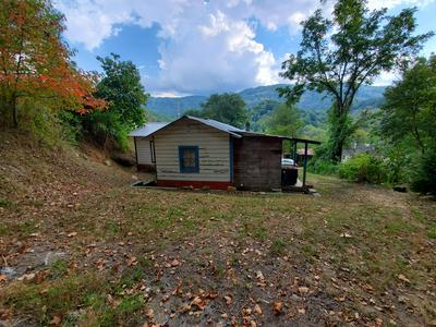 33 HIRAM HILL RD, Cumberland, KY 40823 - Photo 1