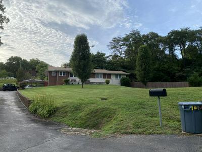 302 HICKORY ST, Clinton, TN 37716 - Photo 1