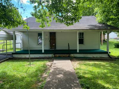 517 HENDRICKSON ST, Clinton, TN 37716 - Photo 2