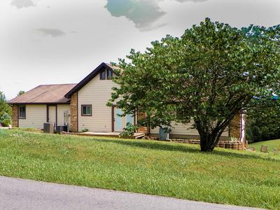 1152 EAGLE VIEW DR, Kodak, TN 37764 - Photo 2
