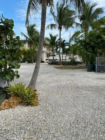135 CORAL AVE, Tavernier, FL 33070 - Photo 2