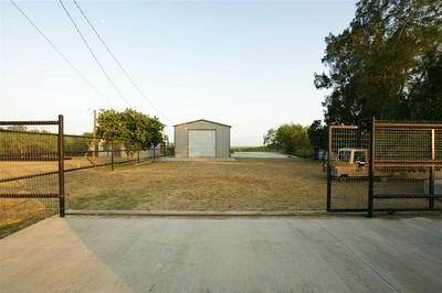 107 LAKESHORE ST, ZAPATA, TX 78076 - Photo 2