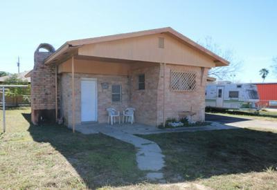 702 MIRA FLORES AVE, Zapata, TX 78076 - Photo 2